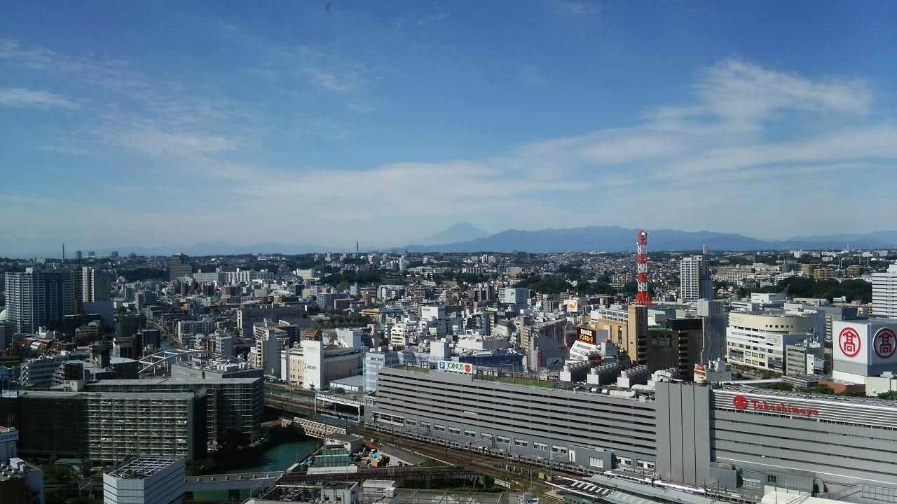 横浜駅ビルから見る富士山