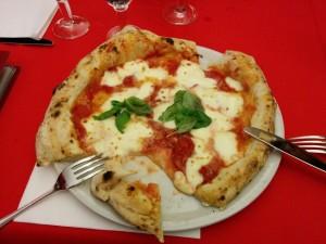 ナポリ初ピザ