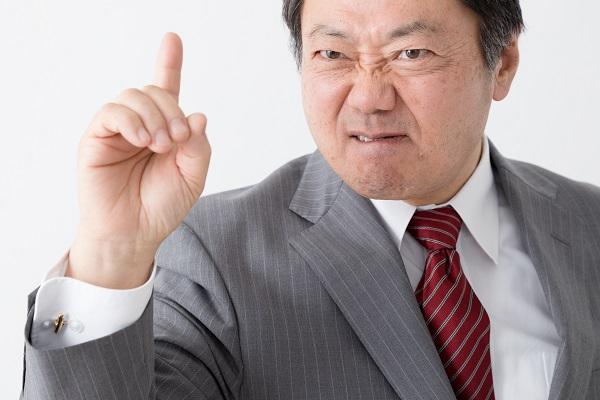 罵倒するビジネスマン
