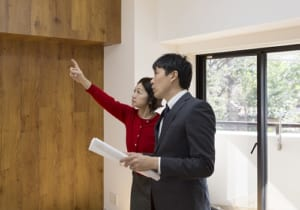 どっちの家を買いますか? キレイで安いマンションにはワケがある