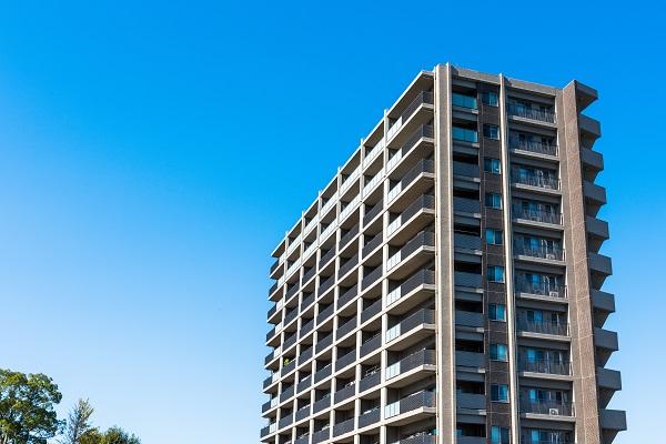 青空とマンション
