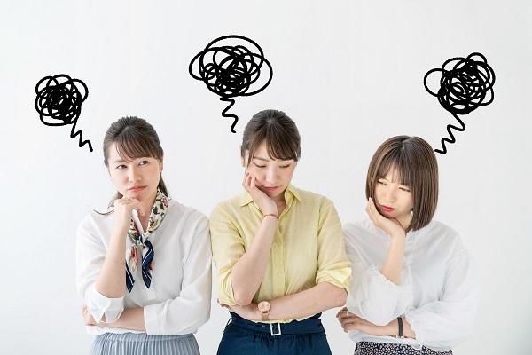 がっかりする女性グループ