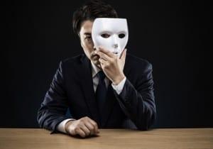 仮面をつけたビジネスマン