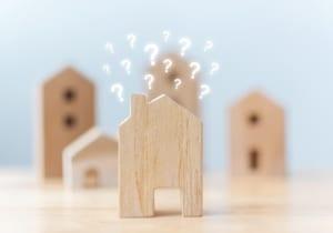 住宅とクエスチョンマーク