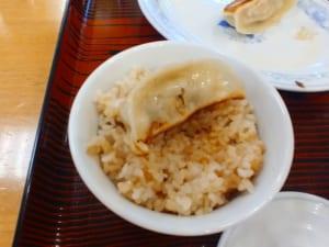 玄米ご飯と焼餃子